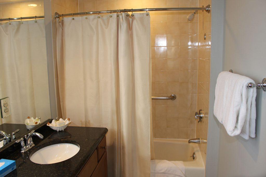 Water's Edge Timeshare Bathroom